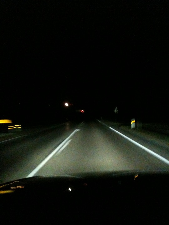 夜道 車の中から映した写真