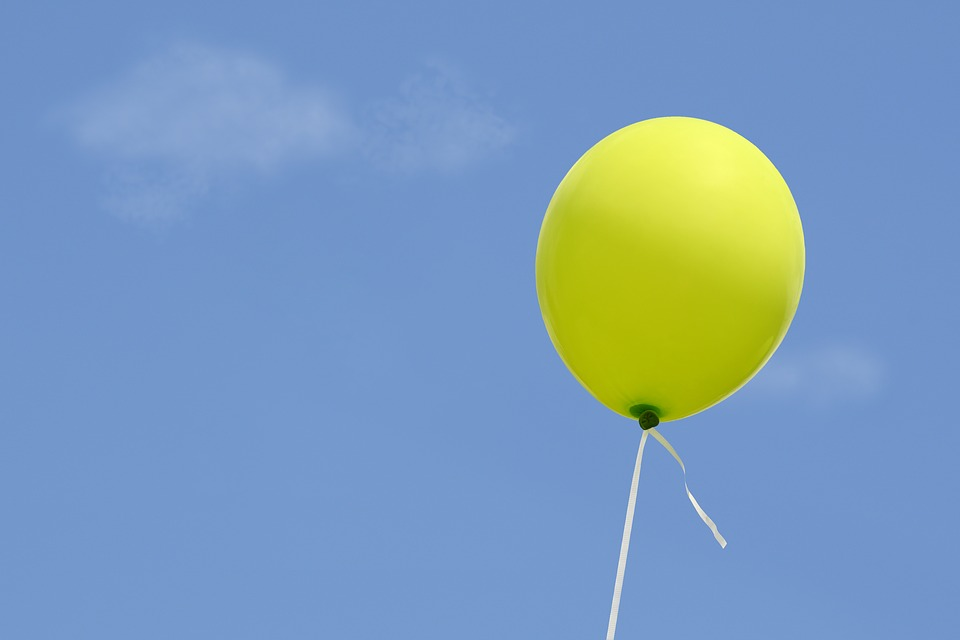 blue sky yellow baloon